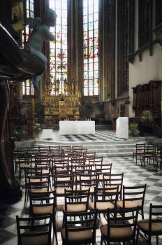 Úprava liturgického prostoru v katedrále sv. Petra a Pavla v Brně