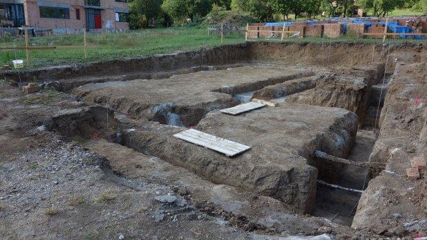 Začíná se stavět rodinný dům v Komíně