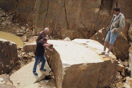 Návštěva lomu pro kámen na sochy sv. Cyrila a Metoděje na Velehrad